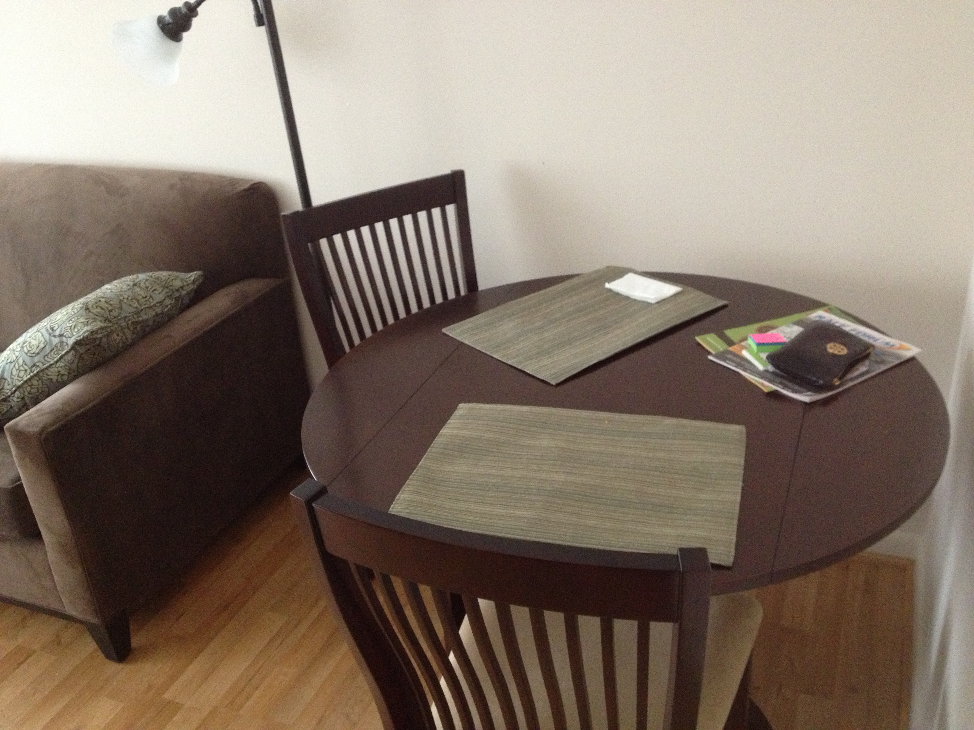 http://fitnessandfrozengrapes.files.wordpress.com/2012/10/nyc-apartment-dining-table.jpg