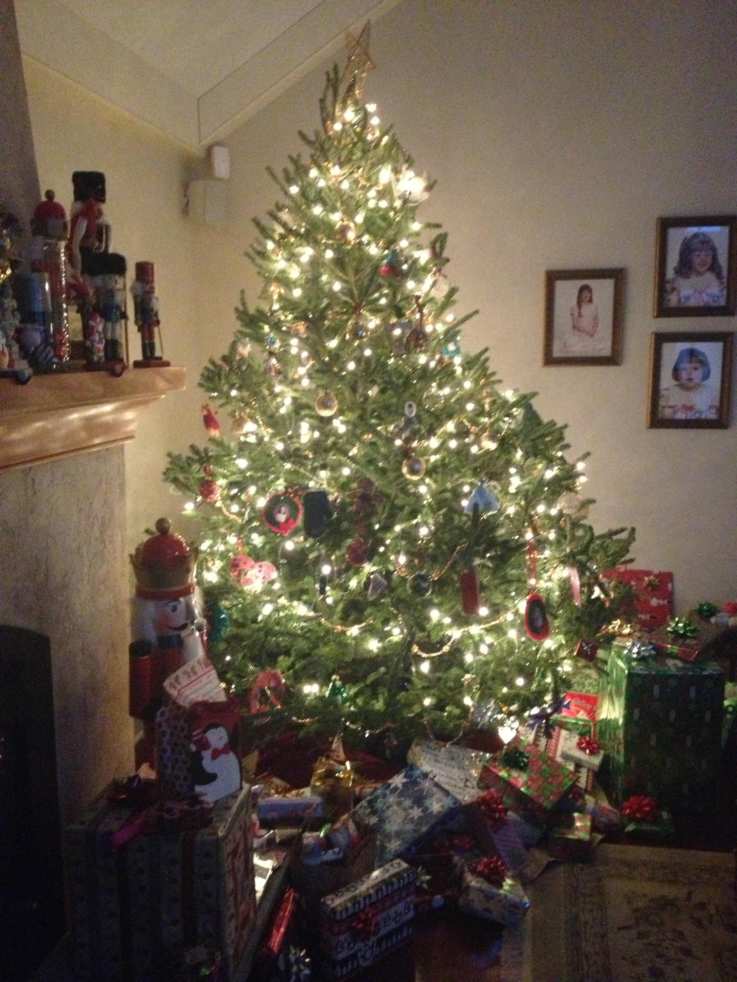 12:25-christmas-tree